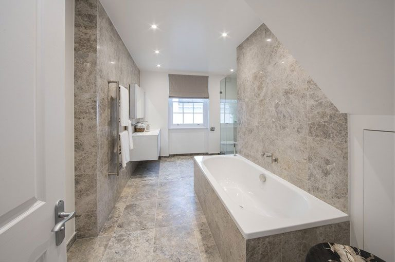 make-bathroom-look-bigger