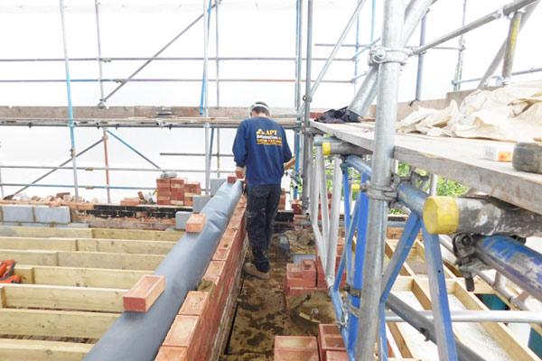 apt-onside-builders-on-loft-scaffolding